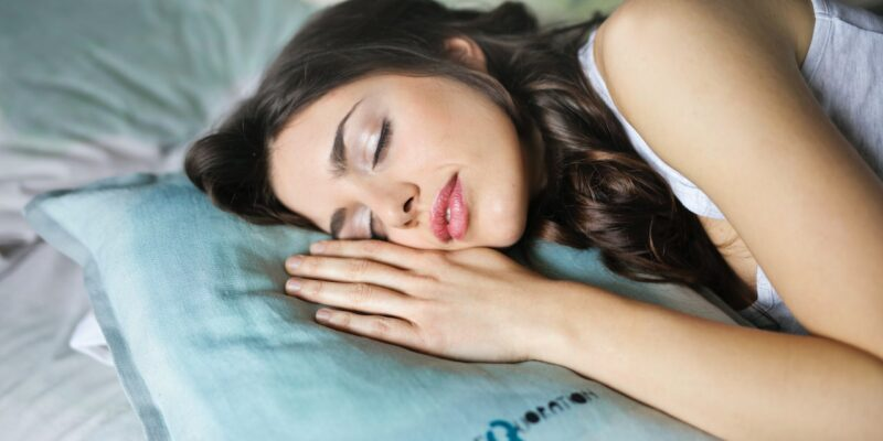 girl sleeping - guide to finding the perfect pillow